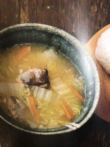 白菜とサバ缶と人参のみそ汁